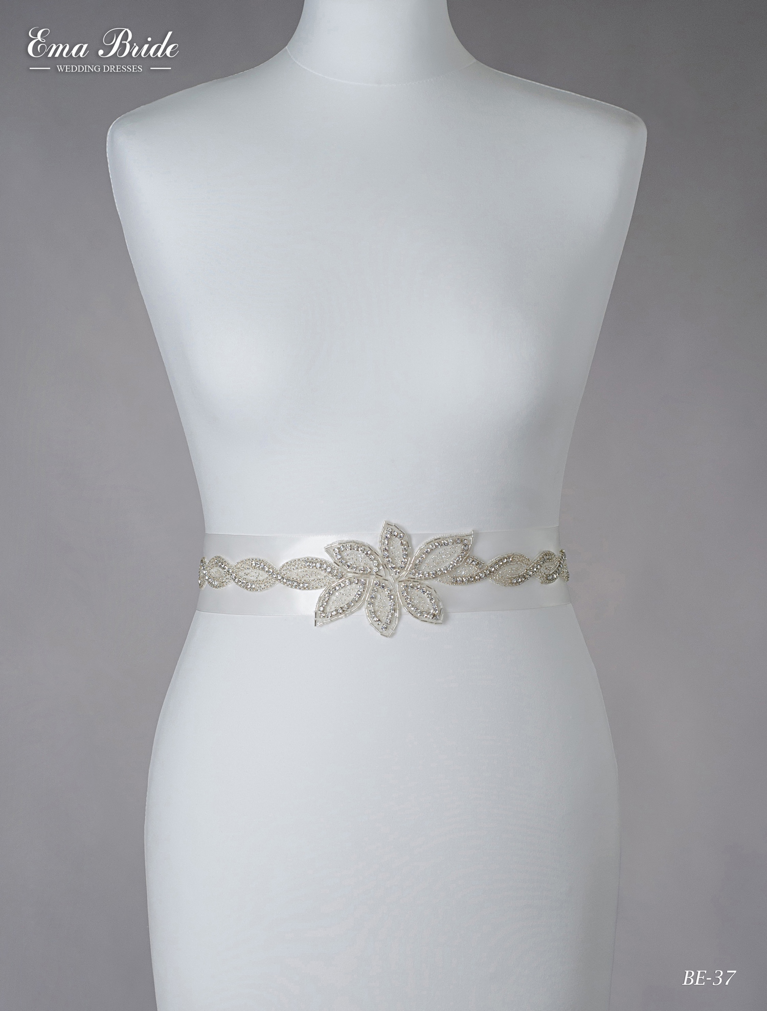 A belt for a wedding dress Be-37