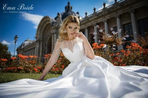 Атласное свадебное платье с рукавами фото