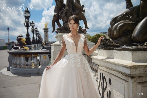 Wedding dress from the manufacturer with pearl threads wholesale